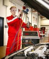 Kontrola układu hamulcowego i wymiana płynu w Fordzie Mondeo MK3.