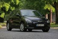 Hyundai i30 hatchback - przeciętny wygląd, przeciętne wykonanie. Jednak cena i warunki gwarancyjne znacznie atrakcyjniejsze niż u konkurencji.